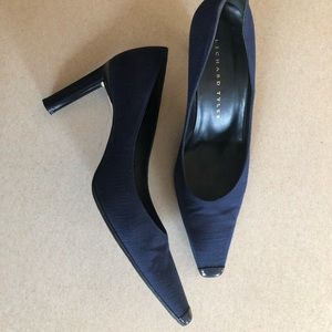 Richard Tyler Leather Toe Pumps